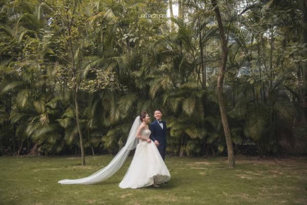 Outdoor wedding photos in Hong Kong